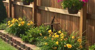 24 Backyard Garden Fence Decoration Makeover DIY Ideas