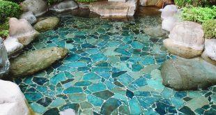 Ich liebe die gemalte harte Landschaft unter dem flachen Wasserbecken in dieser schönen O